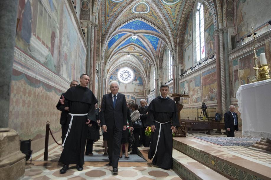 Il presidente della Repubblica Sergio Mattarella nella Basilica Superiore di Assisi